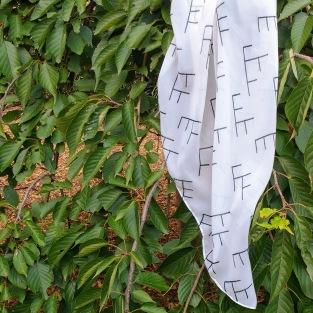 Tree diagram scarf in cream